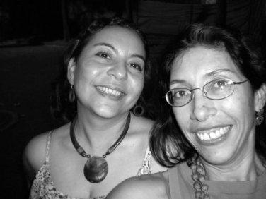 Las periodistas Digna Bedaña y Mildred Largaespada, trasuntas de Thelma y Lousie. Leer más en este post: https://milyuntropicos.wordpress.com/2011/02/17/thelma-y-louise-en-granada/