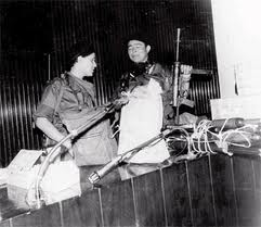Dora María Téllez y Walter Ferreti durante la toma del Palacio Nacional.