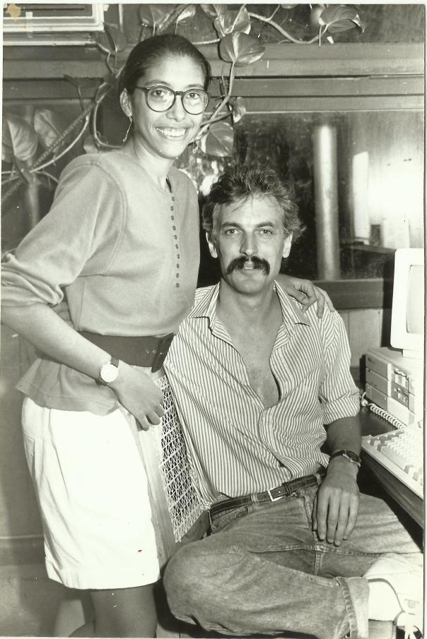 Me tomé esta foto con Tim Coone, cuando le hice una entrevista. Por fortuna la conservo. Photo by Oscar Cantarero.