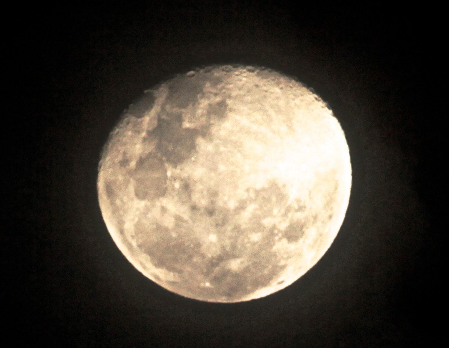 """La """"Súper Luna"""" vista desde Sidney, Australia, el 24 de junio del 2013. Photo by Rafael Gil Ponce ©"""