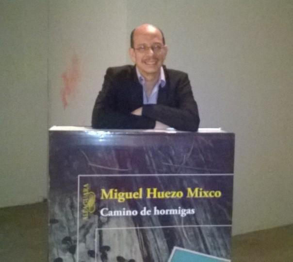 El escritor salvadoreño Miguel Huezo-Mixco, autor de la novela Camino de Hormigas.