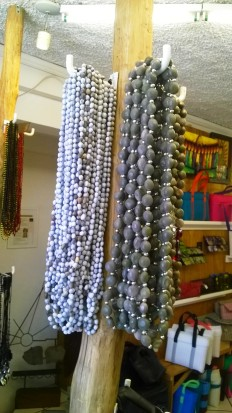 Collares de semillas y plata. By Qumbo.