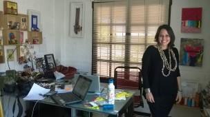 Lourdes Mena, artista plástica y diseñadora, en su estudio. En El Salvador, Centroamérica.