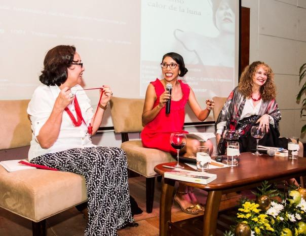 Sofía Montenegro, Mildred Largaespada y Gioconda Belli, durante la presentación de El intenso calor de la Luna. Photo by Jorge Mejía Peralta.