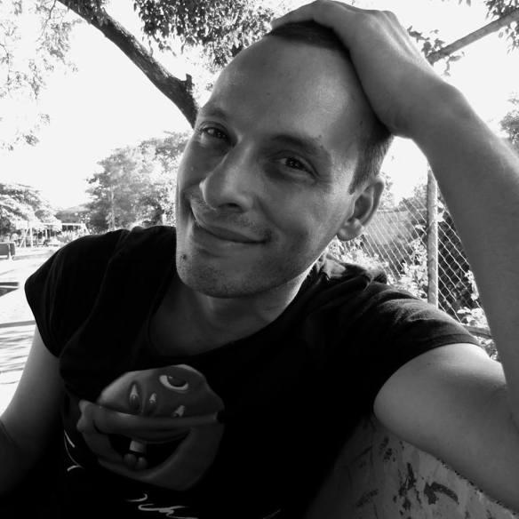 Alberto Sánchez Arguello. Escritor, bloguero, sicólogo. Exponente de la nueva narrativa nicaragüense. Photo by La Simone Plus.