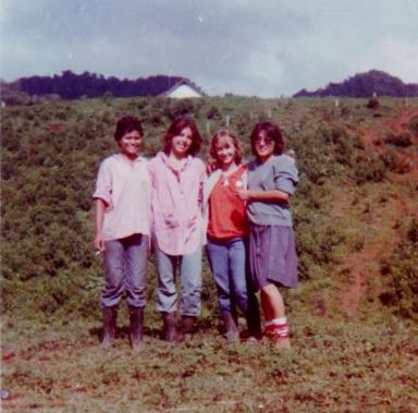 Gabriela Selser (de rojo) con amigas brigadistas que también alfabetizaron en Nicaragua.