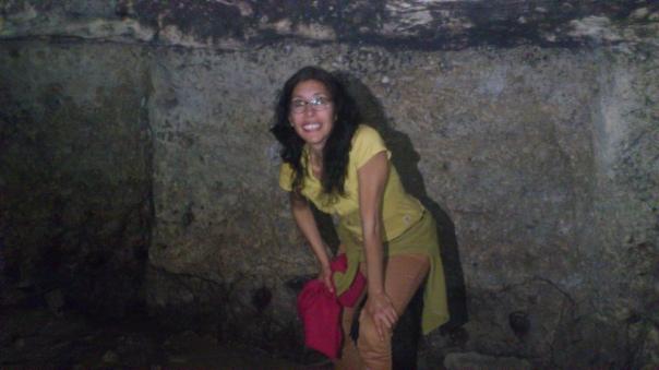 mildred-largaespada-en-una-cueva-de-brujas-en-cordoba-andalucia-espana-2015